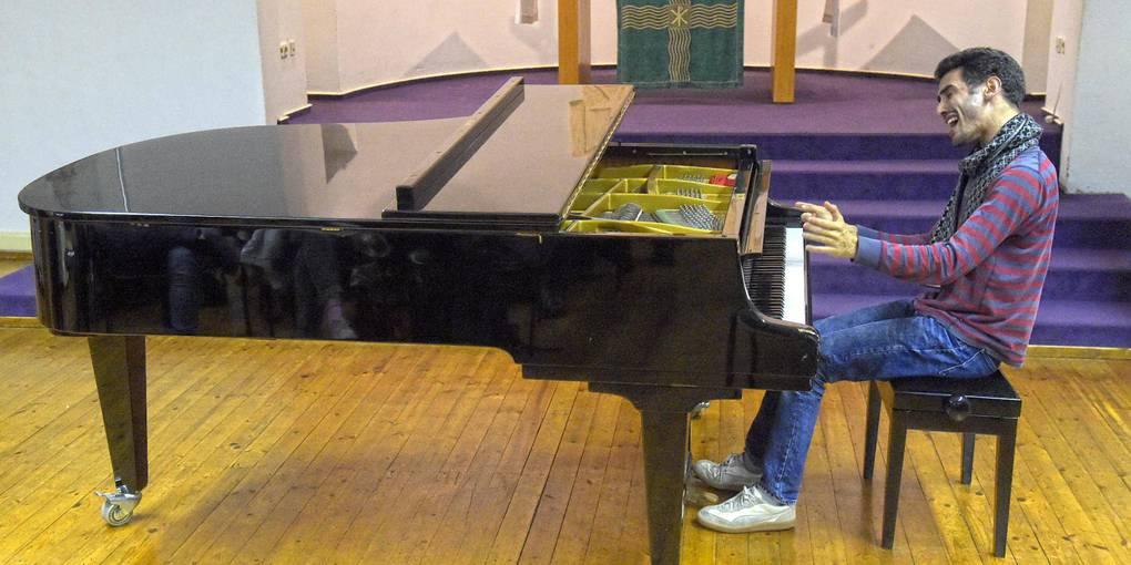 """Als """"Der Pianist aus den Trümmern"""" wurde Aeham Ahmad vor Jahren bekannt."""